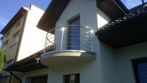 Balkon gięty wykonary z rury polerowanej 42,4mm,wypełnienie rura 16mm